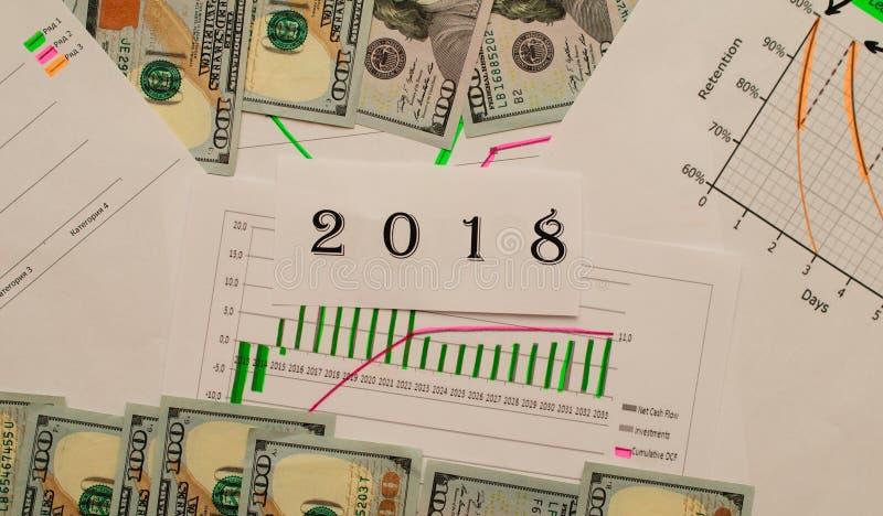 Échelles économiques, argent américain et un programme pour la croissance et la répression photos stock