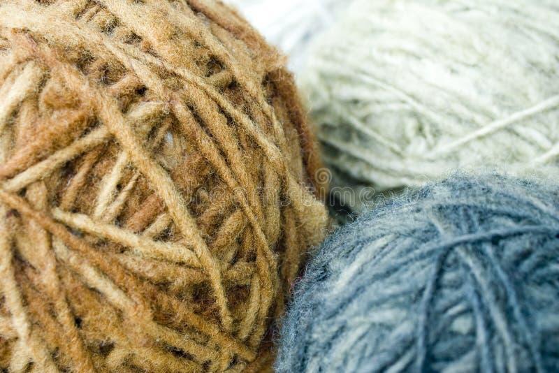 Écheveaux de laine des moutons photographie stock