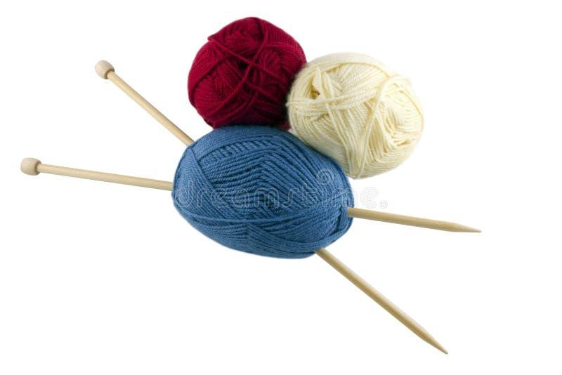 Écheveaux et aiguilles de tricotage image stock