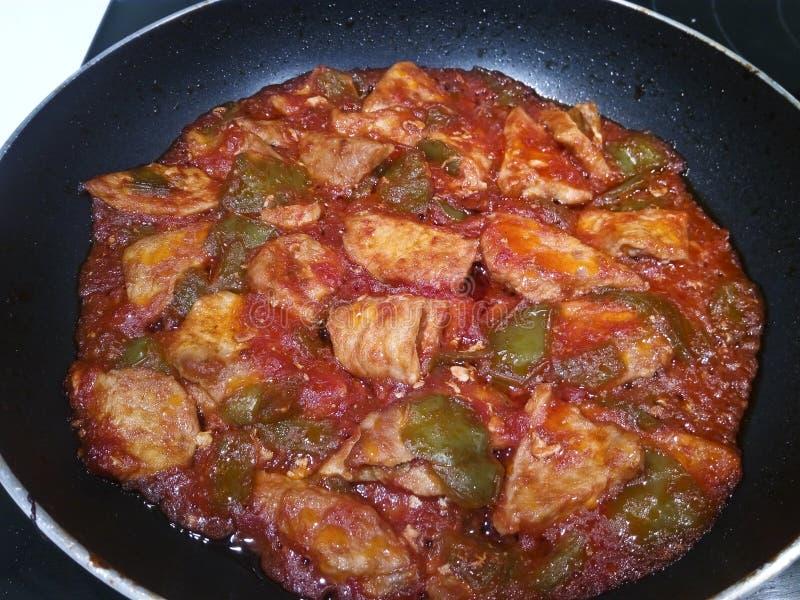 Échine de Porc avec la sauce de poivron vert et tomate photos stock