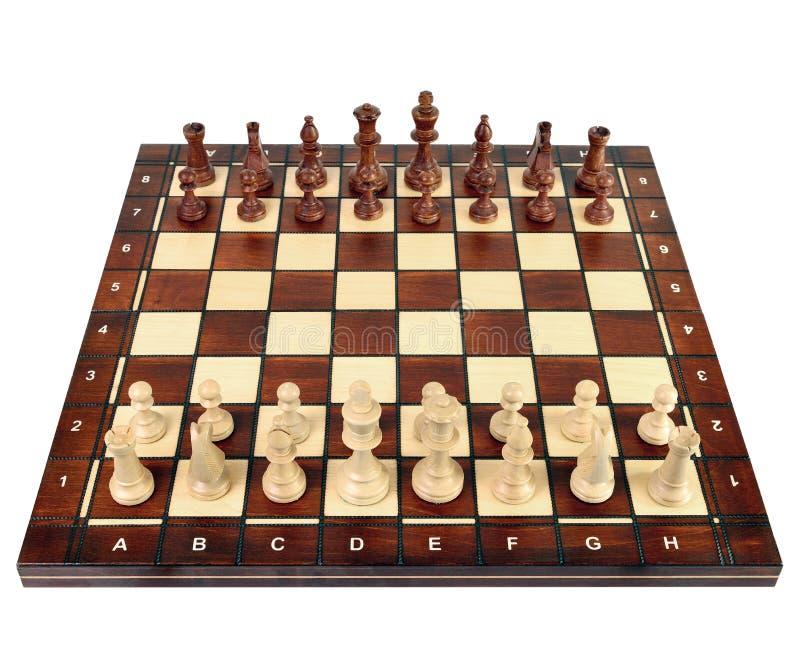 Échiquier en bois avec des pièces d'échecs photographie stock libre de droits