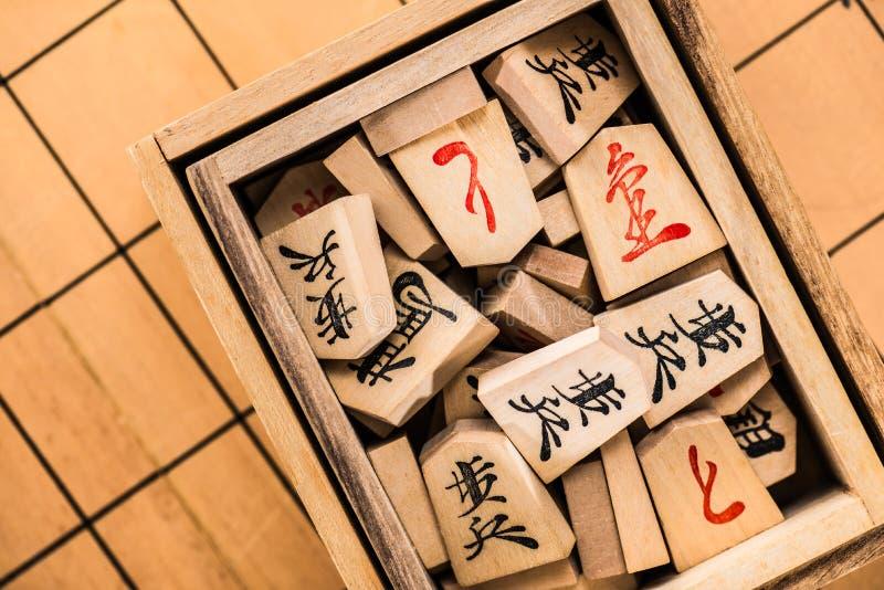 Échiquier et morceaux japonais photographie stock