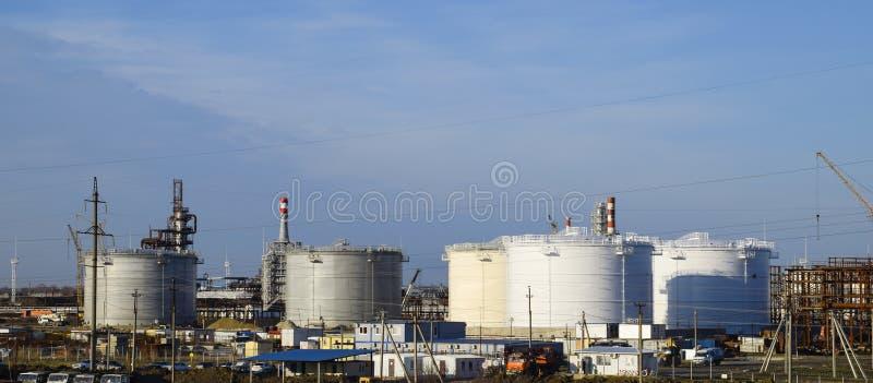 Échouez l'acier vertical Capacités pour le stockage d'huile, essence image stock