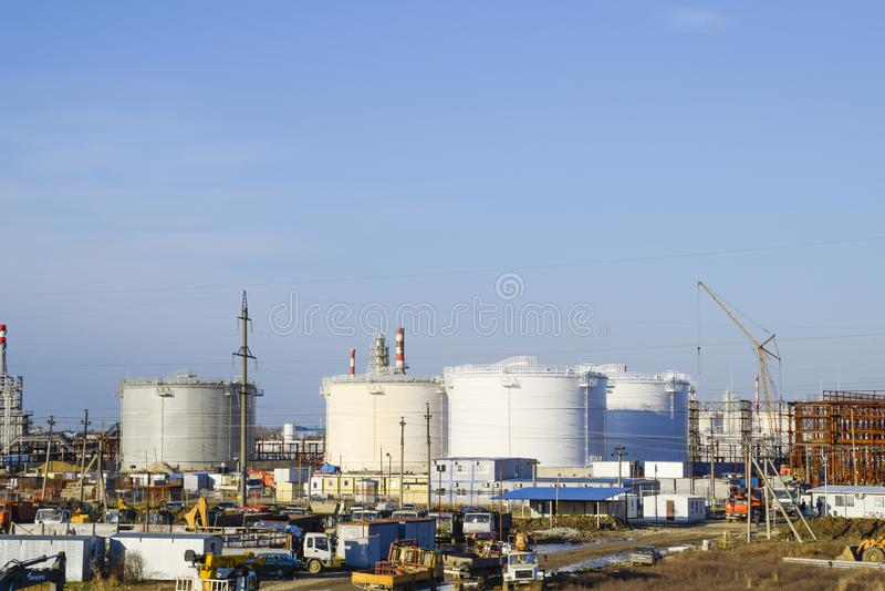 Échouez l'acier vertical Capacités pour le stockage de pétrole, d'essence, de kérosène, de diesel et d'autres liquides images libres de droits