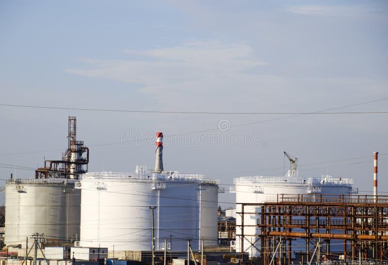 Échouez l'acier vertical Capacités pour le stockage de pétrole, d'essence, de kérosène, de diesel et d'autres liquides photos libres de droits