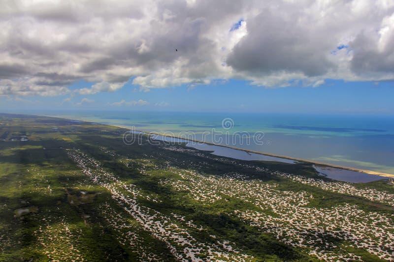 Échouez le paradis, la plage merveilleuse, plage dans la région d'Arraial font Cabo, état de Rio de Janeiro, Brésil Amérique du S photos stock