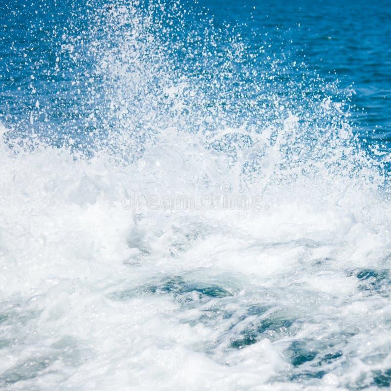 Éclaboussement de l'eau de mer photographie stock