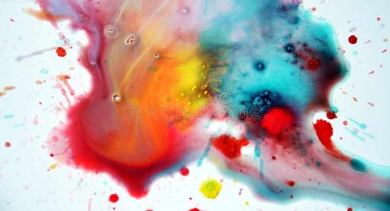 Éclaboussure colorée d'aquarelle sur le fond blanc image libre de droits