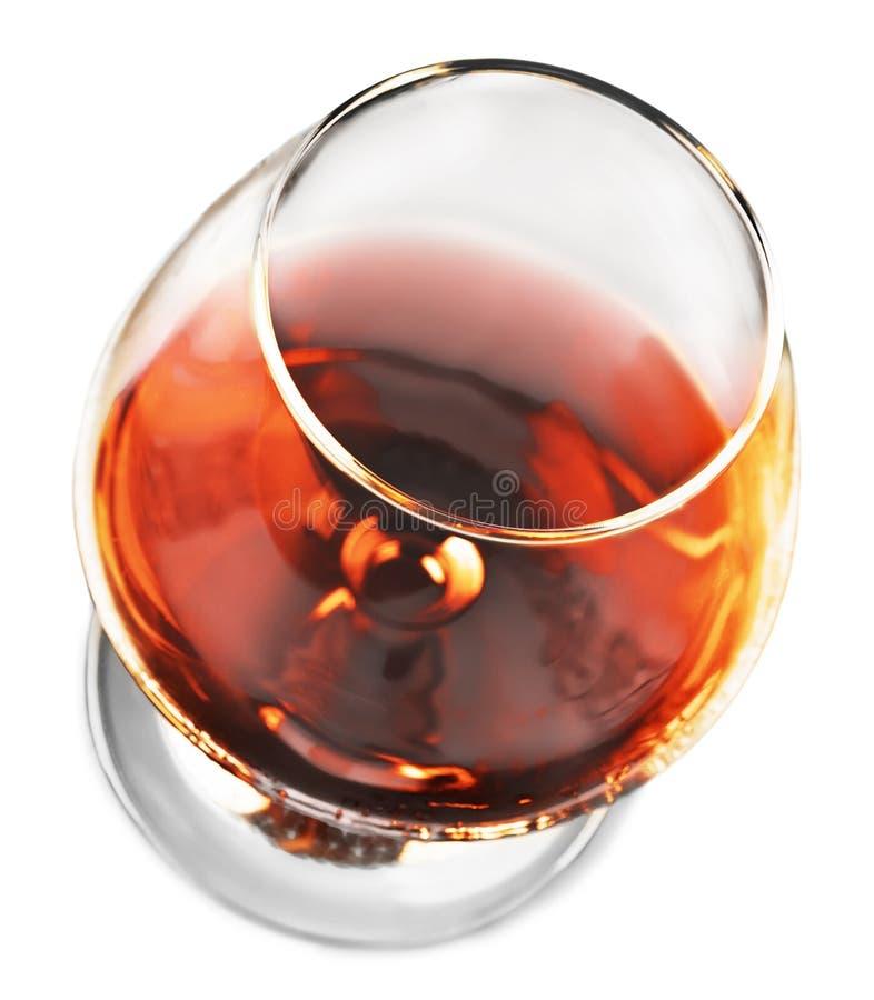 Éclaboussure de cognac en verre sur le fond blanc photo stock