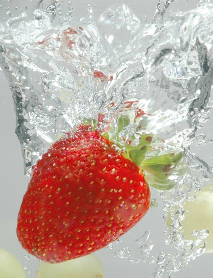 Éclaboussure de fraise photos stock