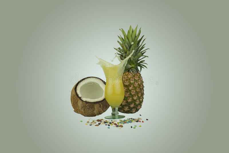 Éclaboussure de jus d'ananas photos stock