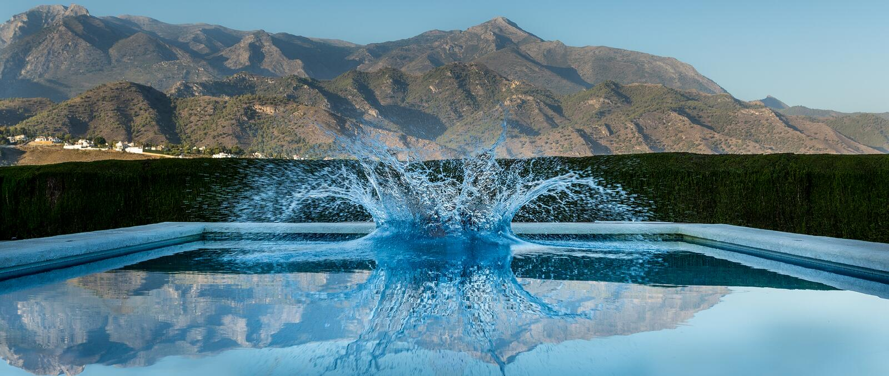 Éclaboussure de piscine photographie stock