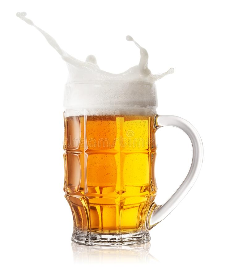 Éclaboussure de tasse de bière photographie stock libre de droits
