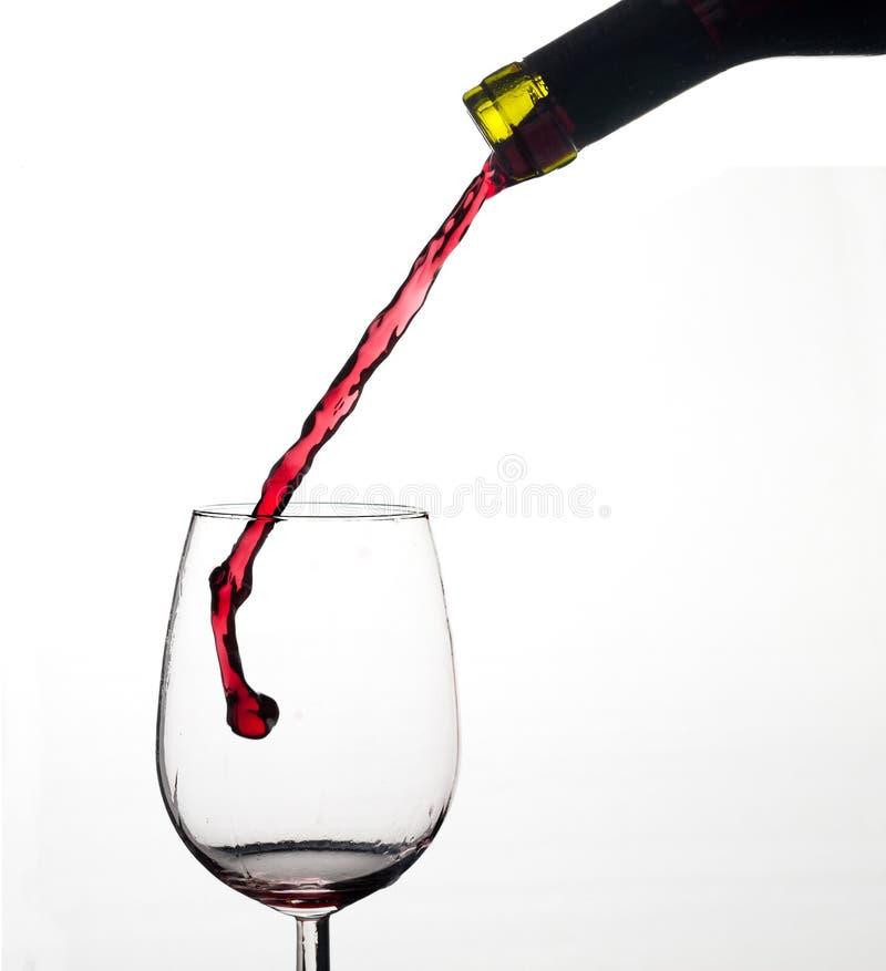 Éclaboussure de vin sur la glace. photographie stock libre de droits