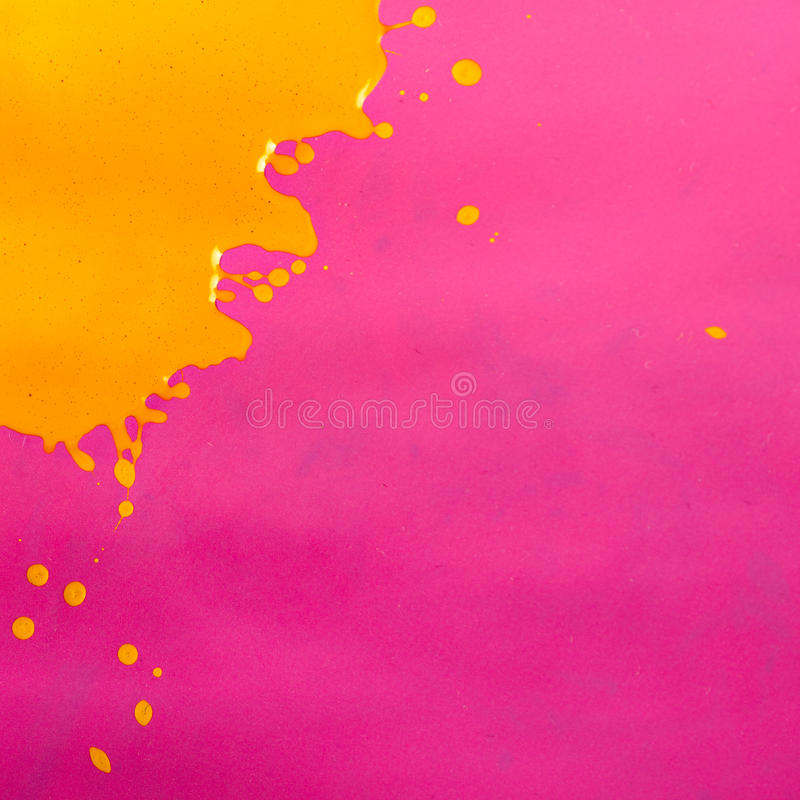 Éclaboussure jaune de peinture images stock
