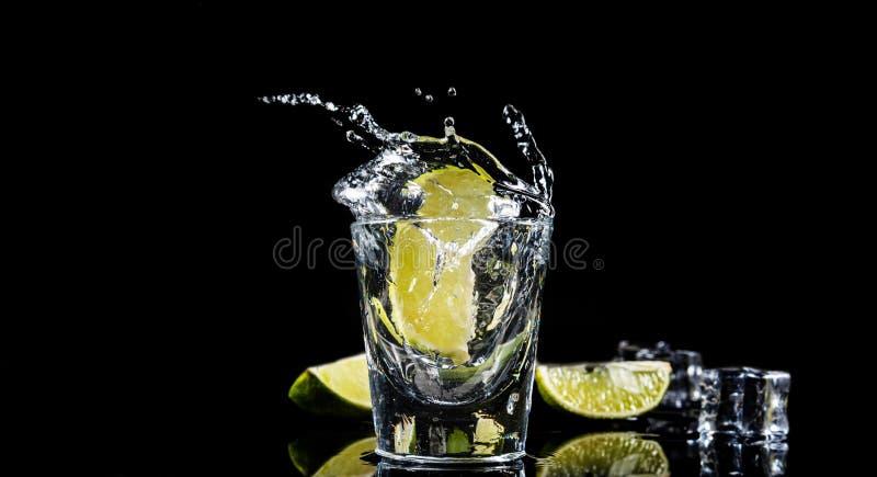 Éclaboussure mexicaine de tequila images stock