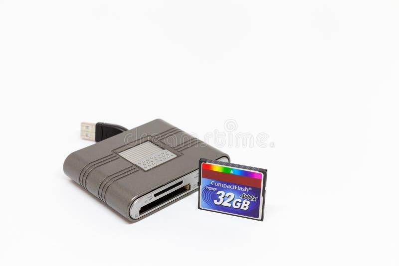 Éclair compact de lecteur de cartes d'Usb et de carte de mémoire 32 gigaoctets photographie stock libre de droits