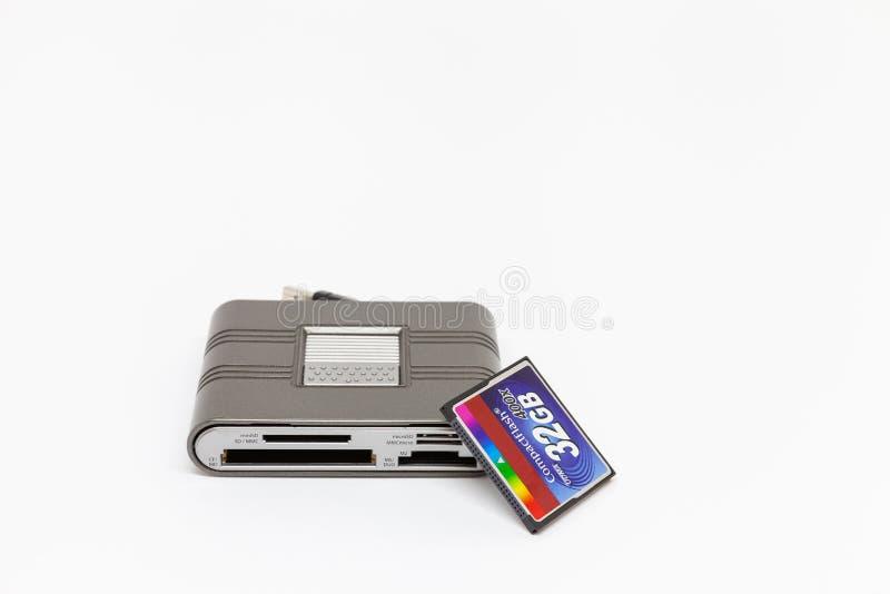 Éclair compact de lecteur de cartes d'Usb et de carte de mémoire 32 gigaoctets photo stock