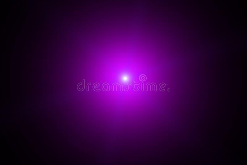 Éclair lumineux pourpre de lumière dans l'obscurité Tache floue de mouvement Staburst illustration stock