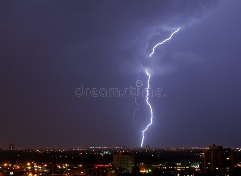 Éclairage dans le ciel image libre de droits