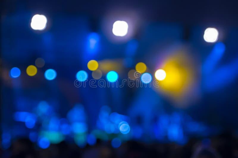 Éclairage Defocused de bokeh de concert de divertissement sur l'étape image stock