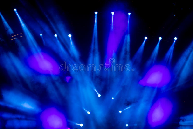 Éclairage Defocused de concert de divertissement sur l'étape photographie stock