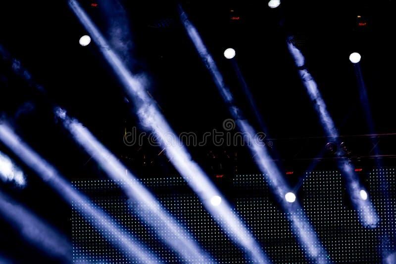 Éclairage Defocused de concert de divertissement sur l'étape, bokeh photo stock
