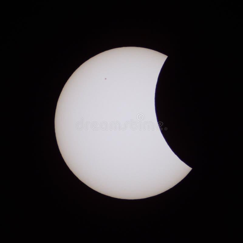 Éclipse solaire partielle en Russie le 20 mars 2015 image stock