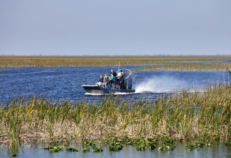 Éco-tourisme : Visite d'Airboat de marais images stock