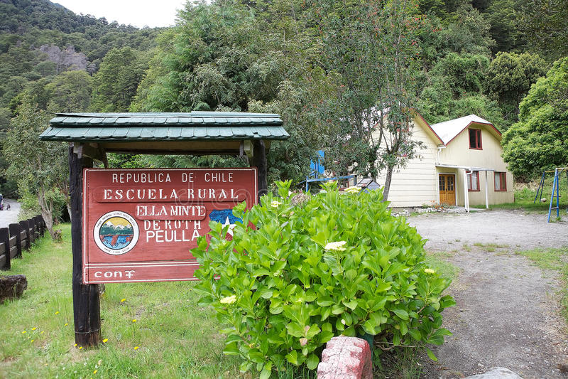 École à la localité de Peulla, Chili images stock