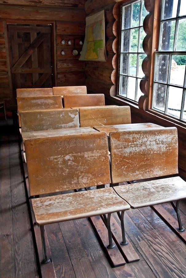 École de cabine de log de cru photos stock