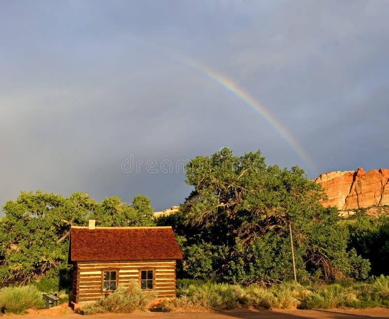 École de Fruita avec le parc national de récif de capitol d'arc-en-ciel photos stock