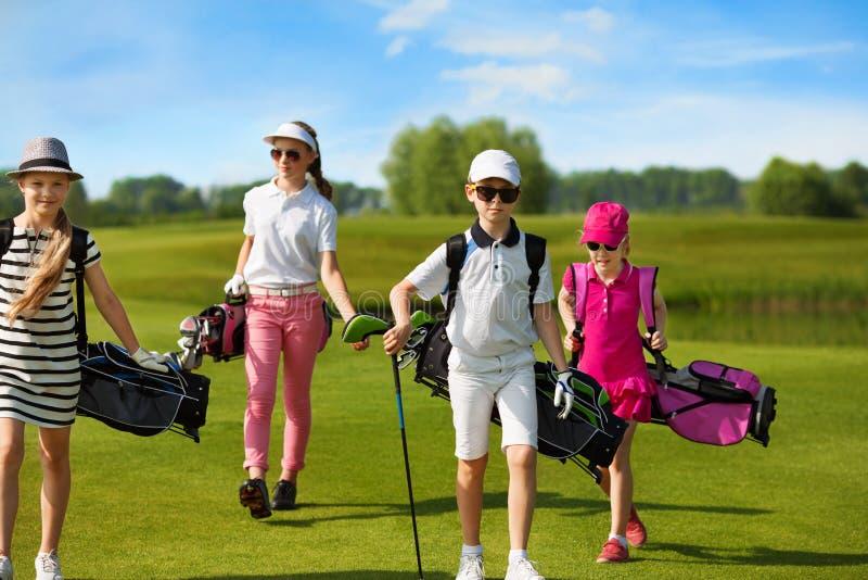 École de golf d'enfants image libre de droits