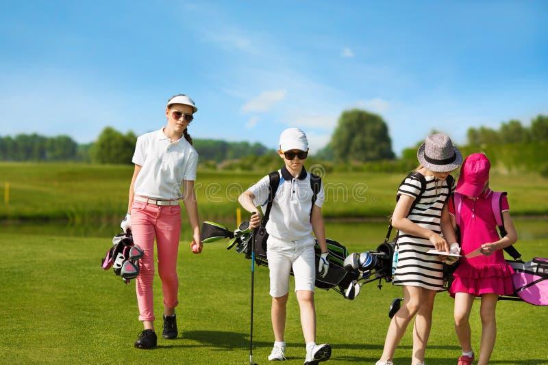 École de golf d'enfants photo libre de droits