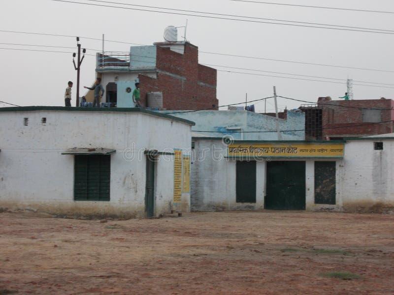 École de gouvernement dans le vol d'enfant de l'Inde au cerf-volant photo stock