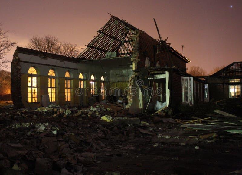 École en partie démolie images libres de droits