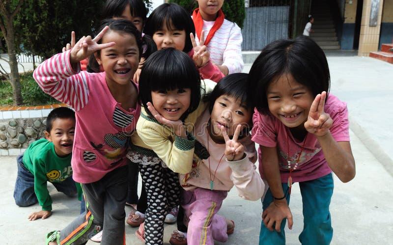 École pauvre dans le vieux village dans Guizhou, Chine images stock