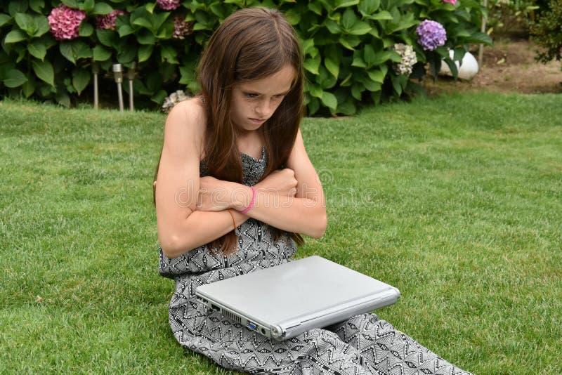 Écolière adolescente avec le carnet photo stock