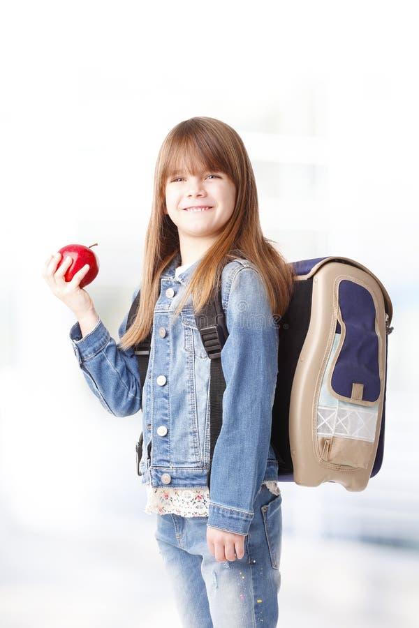 Écolière avec la pomme photographie stock