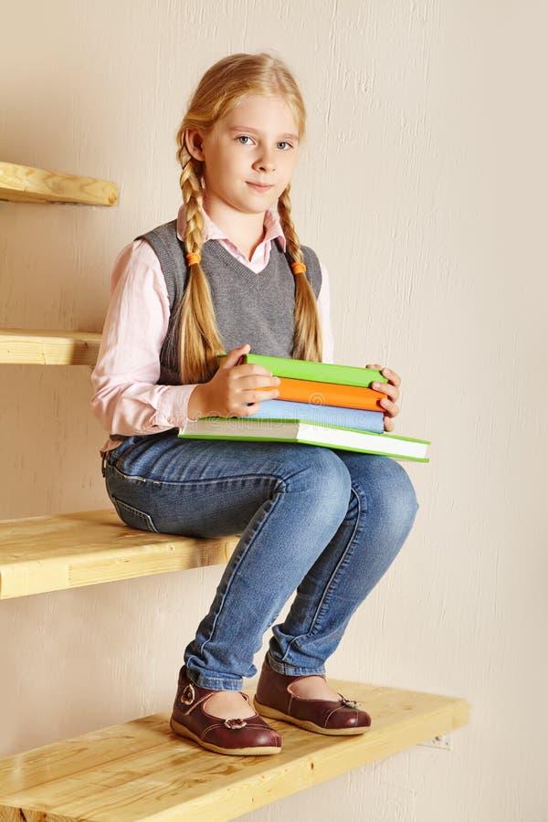 Écolière avec un livre images libres de droits