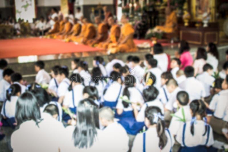 Écolier brouillé dans le temple bouddhiste photo stock