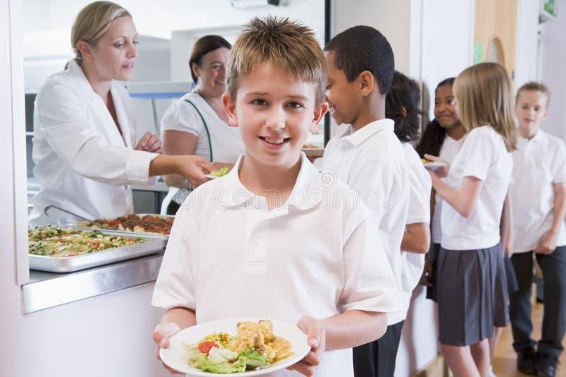 écolier d'école de cafétéria images libres de droits