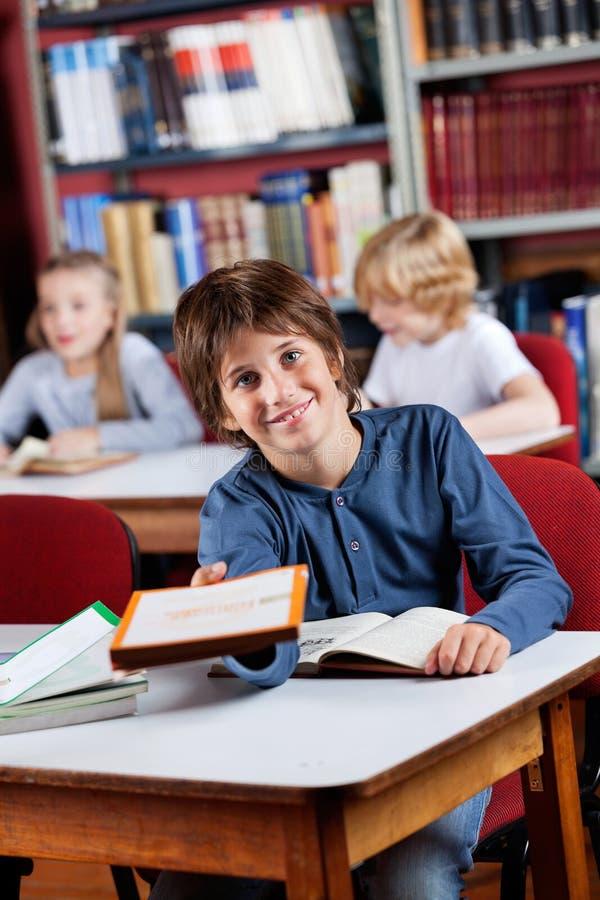 Écolier heureux photo stock
