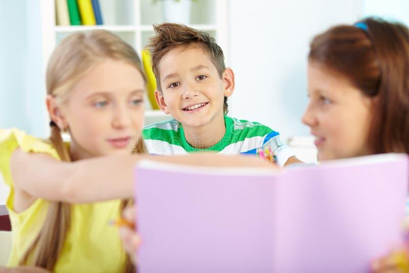 Écolier mignon photos libres de droits