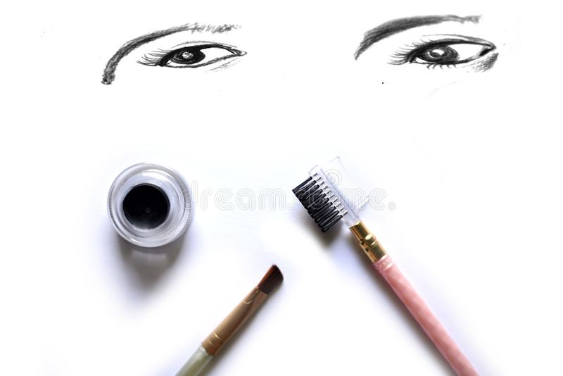 Économe de maquillage d'oeil d'isolement sur le blanc photographie stock