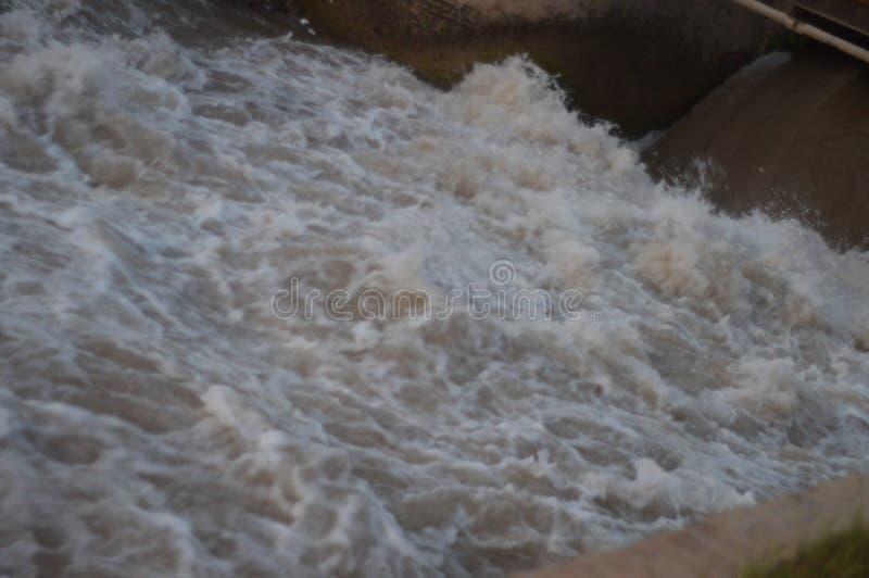 Écoulement d'eau photographie stock libre de droits