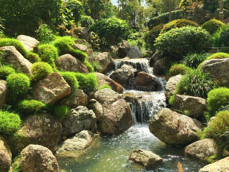 écoulement d'eau japonais de parc situé dans le pahang de tinggi de bukit photo libre de droits