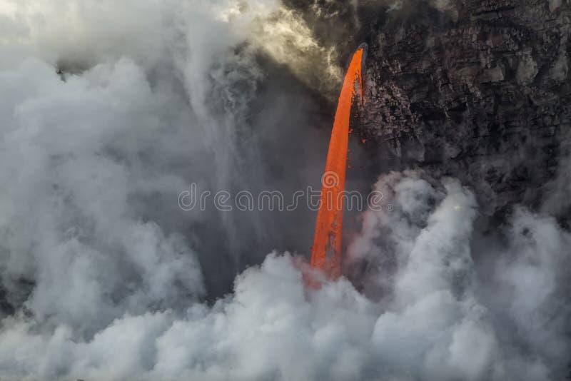 Écoulement de lave de tuyau d'incendie photographie stock