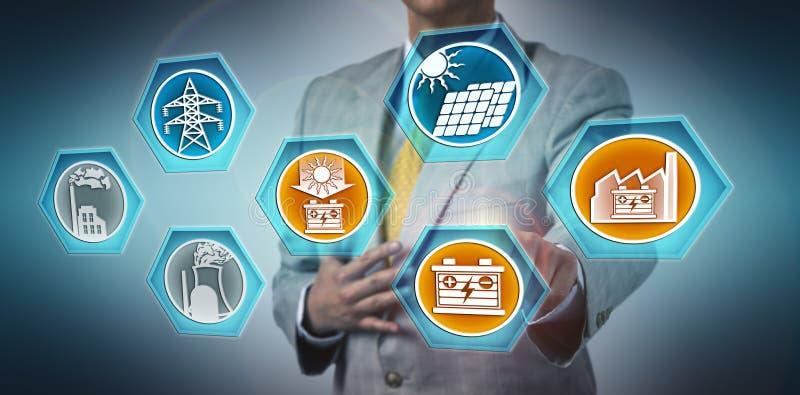 Écoulement de Stabilizing Solar Energy de directeur par l'intermédiaire de BESS photos stock
