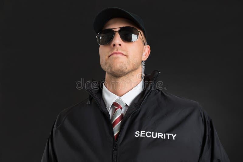 Écouteur de Wearing Sunglasses And de garde du corps images libres de droits